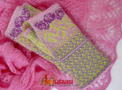 fingerless mittens with roses design Olga Beckmann