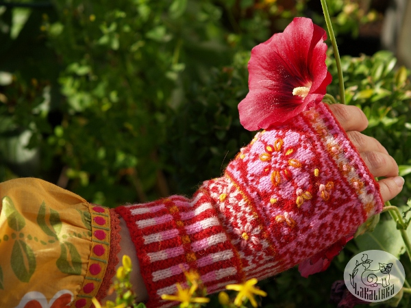 embroidered mitts Malva