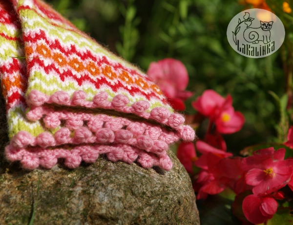 Blomster stranded mittens pattern